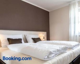 Gästehaus Lemerhof - Oberding - Bedroom