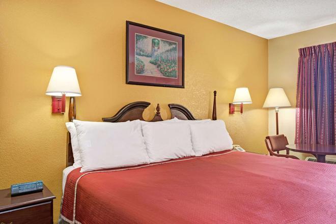 Travelodge by Wyndham Forest Park Atlanta South - Forest Park - Bedroom
