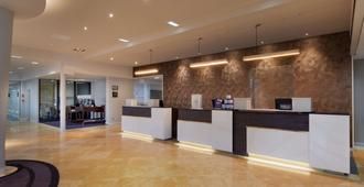 DoubleTree by Hilton Manchester Airport - Manchester - Lobby