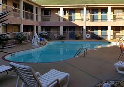 Motel 6 Little Rock - Little Rock - Bể bơi