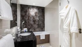 Holiday Inn London - Kensington High St. - London - Phòng tắm