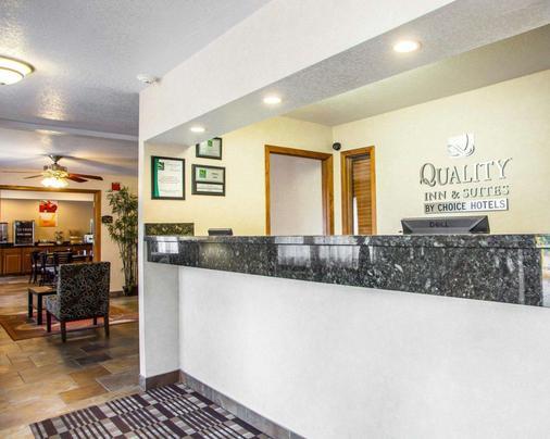 Quality Inn & Suites - Ankeny - Front desk