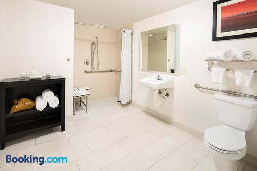 Homewood Suites by Hilton Anaheim-Main Gate Area - Garden Grove - Bathroom