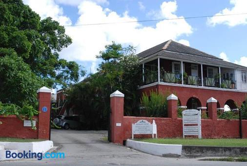 Charming Old World Apartment - Bridgetown - Building