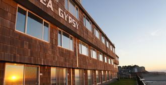 Sea Gypsy Rentals - Lincoln City - Building