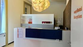 easyHotel Basel - Basileia - Receção