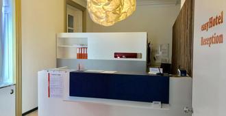 easyHotel Basel - Basel - Recepção