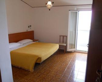 Hotel Italia - Ancona - Bedroom