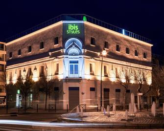 Ibis Styles Hyeres Centre Gare - Hyères - Building