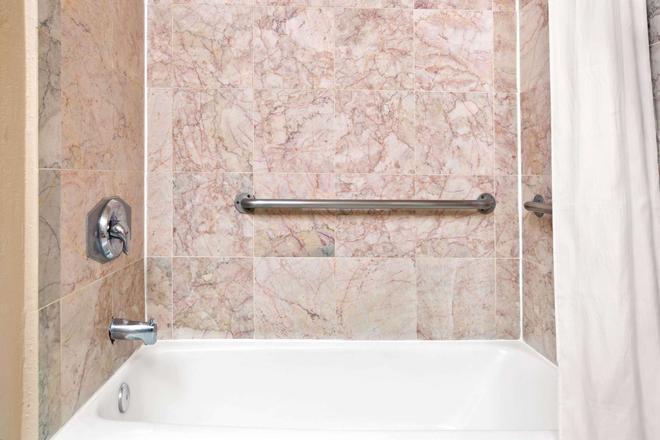 聖約瑟會議中心戴斯酒店 - 聖荷西 - 聖荷西 - 浴室