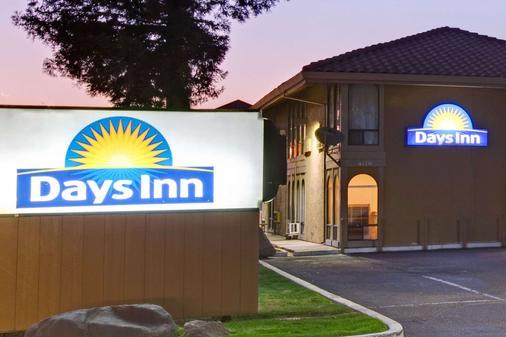 Days Inn by Wyndham San Jose Convention Center - San José - Building