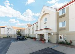 MainStay Suites Louisville Jeffersontown - Louisville - Building