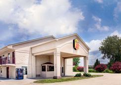 Super 8 by Wyndham Clarksville East - Clarksville - Gebäude
