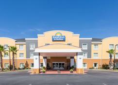 Days Inn & Suites by Wyndham Savannah North I-95 - Port Wentworth - Building