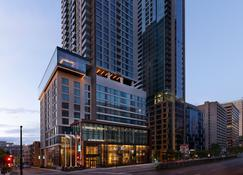 AC Hotel by Marriott Montreal Downtown - Montreal - Budynek