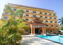 Golden Gum Kino Hotel Nyaung Shwe - Nyaungshwe - Building