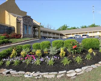 Antioch Quarters Inn and Suites - Antioch - Gebouw