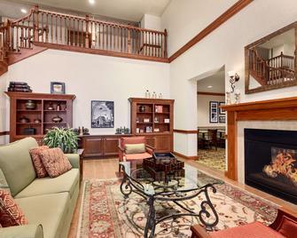 Country Inn & Suites by Radisson Buffalo South, NY - West Seneca - Obývací pokoj