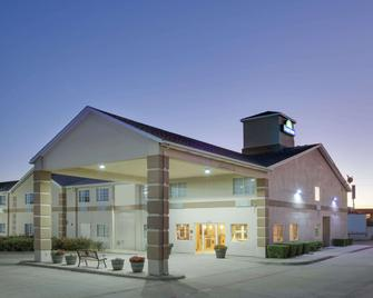 Days Inn by Wyndham Mesquite Rodeo TX - Mesquite - Building