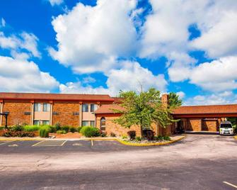 Quality Inn & Suites Kansas City Airport North - Platte City - Building