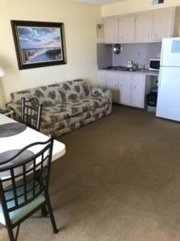 Acacia Beachfront Resort - Wildwood Crest - Living room