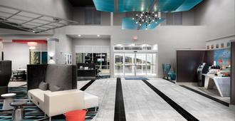 Holiday Inn Express & Suites Charlotte Airport - Charlotte - Lobby