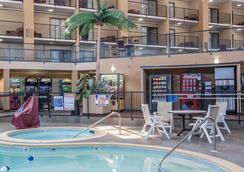 Clarion Inn - Murfreesboro - Pool