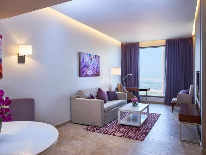 Mercure Hotel Apartments Dubai Barsha Heights - Dubai - Living room