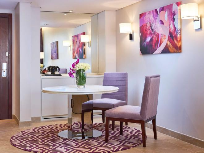 Mercure Hotel Apartments Dubai Barsha Heights - Dubai - Dining room