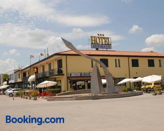 Hotel Gran Delta - Rosolina - Gebäude