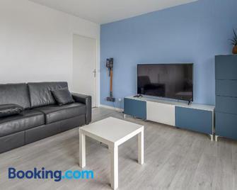 Bel appartement de 2 chambres à 40 min de Paris - Évry - Wohnzimmer