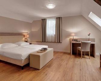 Hotel Doctor Weinstube - Bernkastel-Kues - Yatak Odası