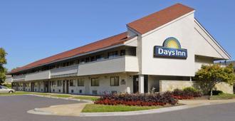 Days Inn by Wyndham Overland Park/Metcalf/Convention Center - Overland Park - Toà nhà