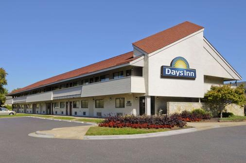 Days Inn by Wyndham Overland Park/Metcalf/Convention Center - Overland Park - Building