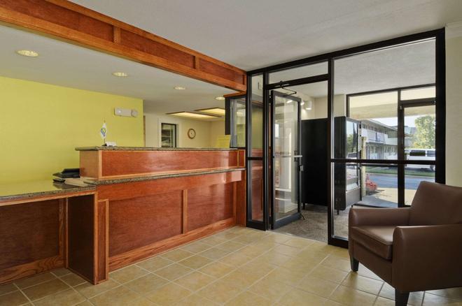 Days Inn by Wyndham Overland Park/Metcalf/Convention Center - Overland Park - Recepción