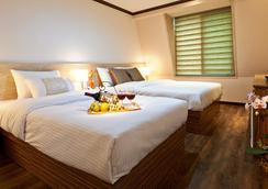 Jeju Fourseasons Hotel - Jeju City - Makuuhuone