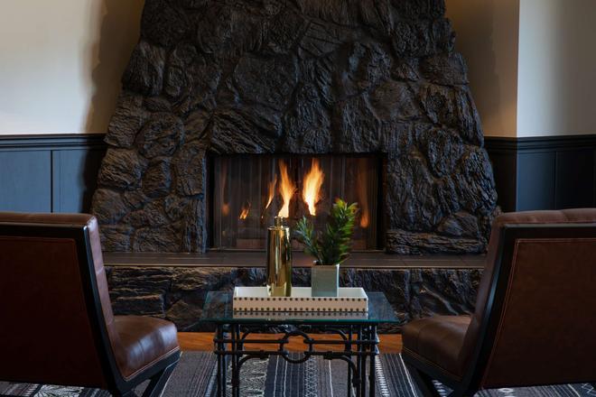 SureStay Hotel by Best Western Castlegar - Castlegar - Lobby