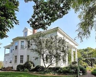 Winridge Manor Bed And Breakfast - Madison Heights - Building