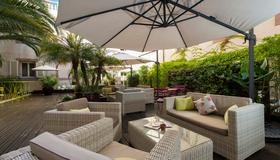 Hotel Beau Rivage - Niza - Patio