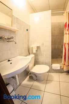 Hotel Pyramida - Brno - Bathroom