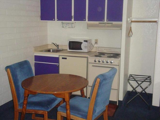 Travelers Inn Lake Havasu - Lake Havasu City - Kitchen