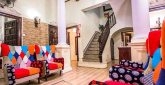 Pension Nuevo Suizo - Sevilla - Wohnzimmer