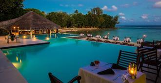 Breakas Beach Resort - פורט וילה - בריכה