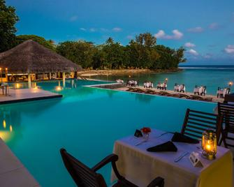 Breakas Beach Resort - Port Vila - Bazén