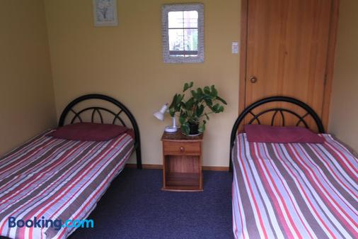 Bazil's Hostel & Surf School - Westport - Bedroom