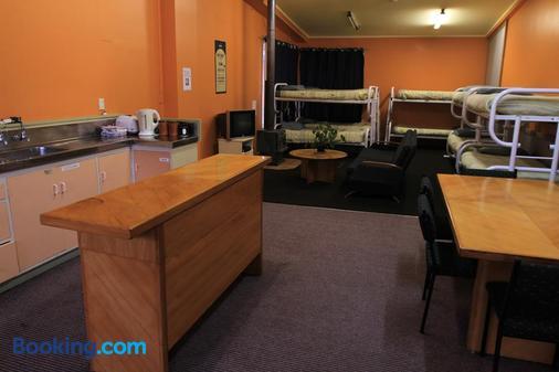 Bazil's Hostel & Surf School - Westport - Κουζίνα