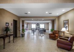Rodeway Inn & Suites - Salina - Hành lang