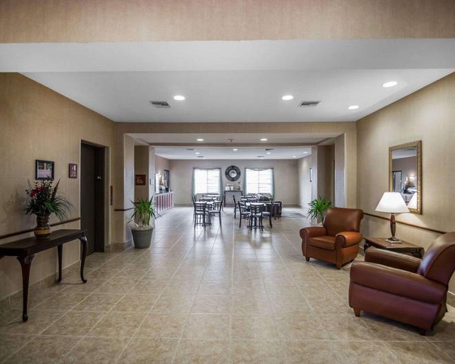 Rodeway Inn & Suites - Salina - Lobby