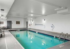 Rodeway Inn & Suites - Salina - Pool