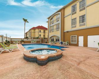 La Quinta Inn & Suites by Wyndham Pharr - Rio Grande Valley - Pharr - Building
